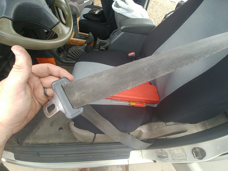 1998 mitsubishi montero seatbelt